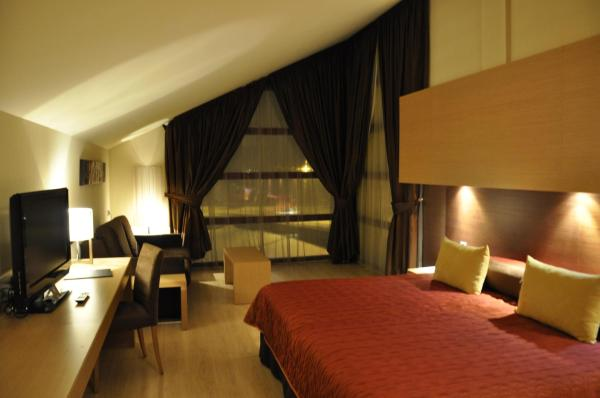 Quadruple Room with Spa Access (2 Adults + 2 Children)