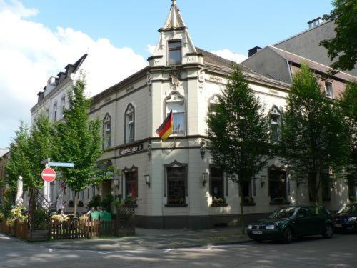 Hotel Pictures: Stadt-Gut-Hotel Zum Rathaus, Oberhausen