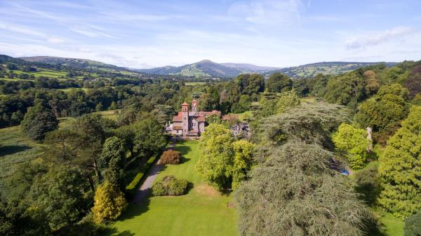 Hotel Pictures: Gliffaes Country House Hotel, Crickhowell