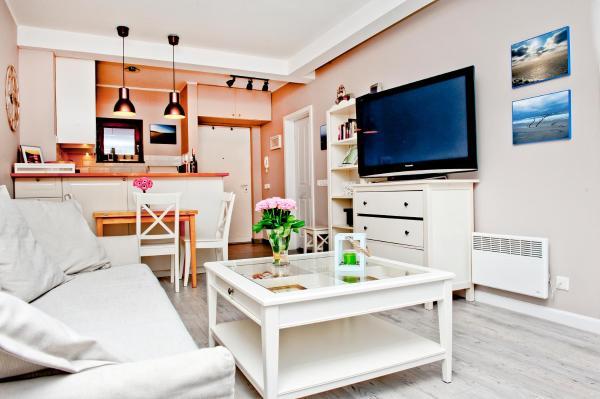 One-Bedroom Apartment with Balcony - 10/28 Międzymorze Street