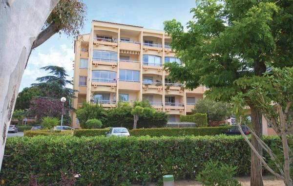Hotel Pictures: One-Bedroom Apartment in St Mandrier sur Mer, Saint-Elme