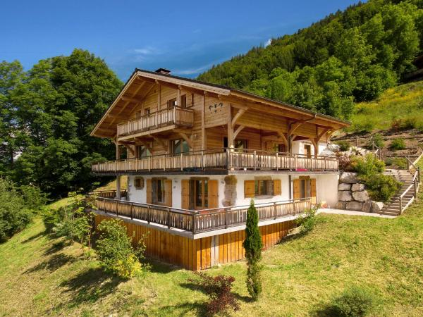 Hotel Pictures: Chalet Les Ptits Loups, Montriond