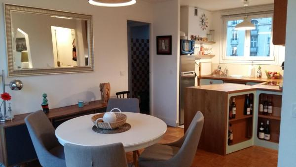 Hotel Pictures: Charming Flat in the Heart of the Lilas, Les Lilas