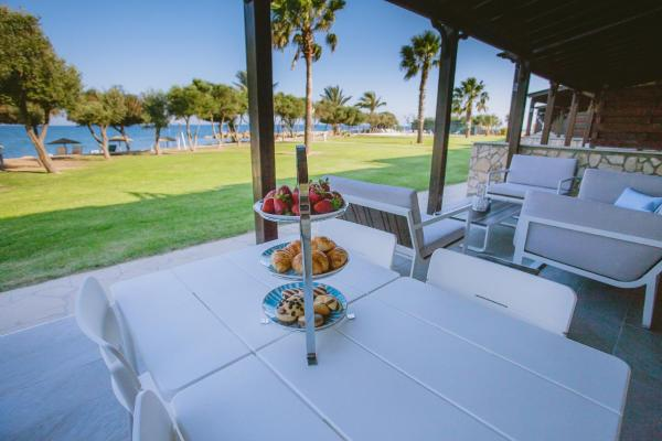 Hotel Pictures: Elya Beach Luxury Suites, Ayios Theodhoros