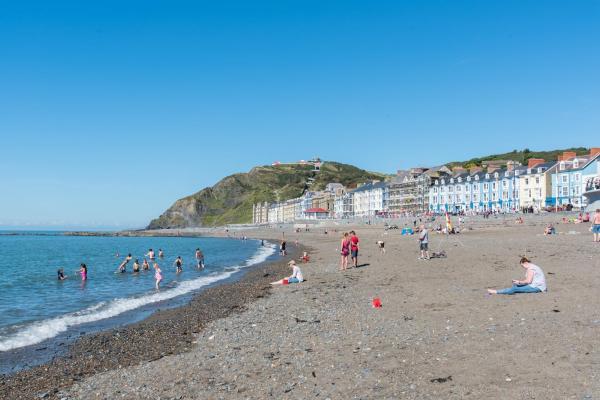 Hotel Pictures: Ar Lan y Mor Seaside Apartment, Aberystwyth