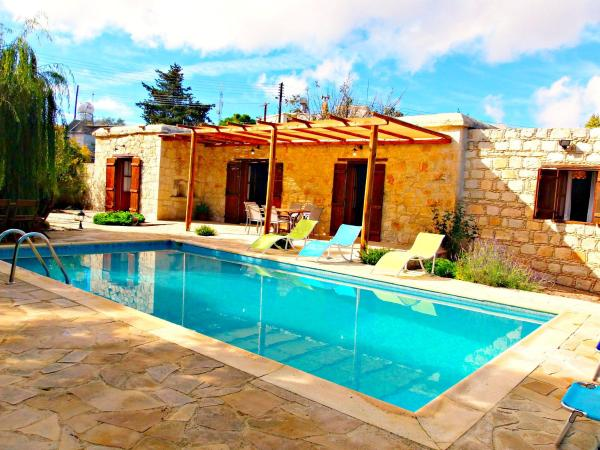 Hotel Pictures: Symeon Cypriot Traditional House, Droushia