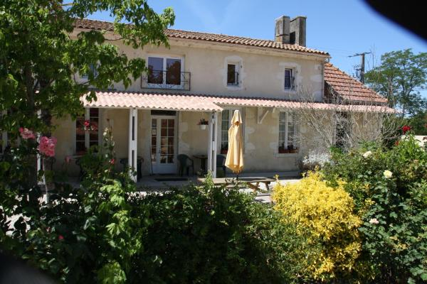 Hotel Pictures: Chambres d'Hôtes Les Près Verts, Civrac-en-Médoc