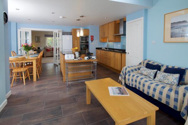 Hotel Pictures: Cob Cottage in Dorset, Broadmayne