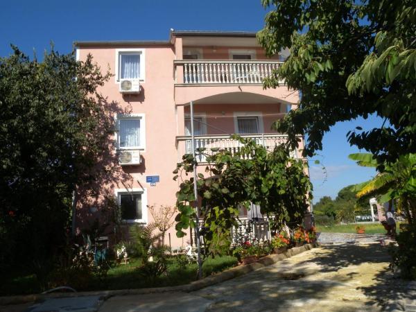 Fotos de l'hotel: Two-Bedroom Apartment in Valbandon I, Fažana