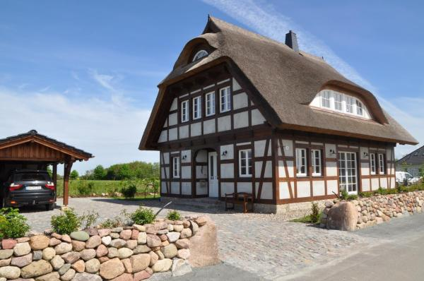 Hotel Pictures: Holiday home Dranske 1, Lancken
