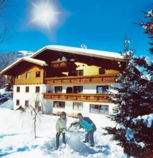 ホテル写真: Ferienwohnungen Tirolerhof, Erpfendorf