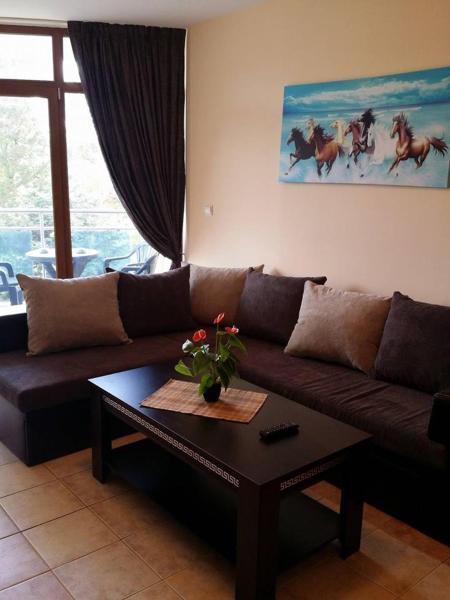 Zdjęcia hotelu: Kaya House Apartment 8, Słoneczny Brzeg