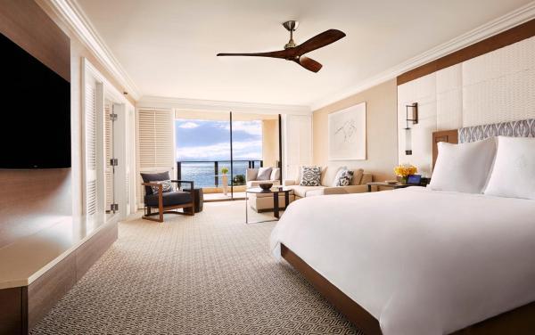 Club Floor Ocean Front Prime Suite with King Bed