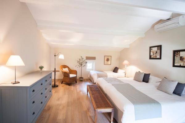 Hotel Pictures: La Tour Vaucros, Sorgues