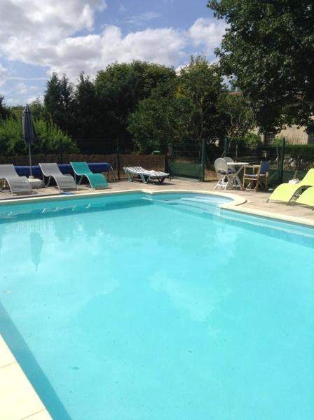 Hotel Pictures: La Roseraie, Romagne