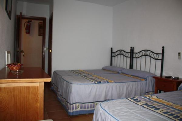 Hotel Pictures: Hostal Tamarindos, Matalascañas