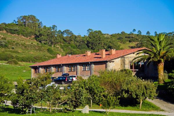 Hotel Pictures: Apartamentos la Roblera, Oreña
