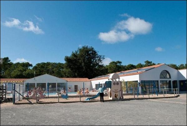 Hotel Pictures: VACANCES YES WE CAMP L'ALBIZIA, Notre-Dame-de-Monts