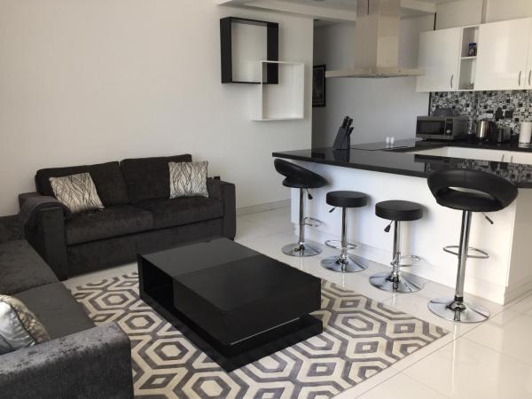 Фотографии отеля: Espace Holiday Homes - Giovanni Boutique Suites 6, Дубай