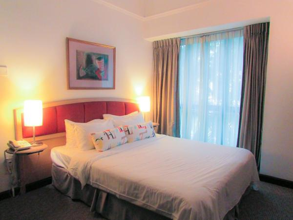 Special Offer - Deluxe Two-Bedroom Apartment with USS Tickets