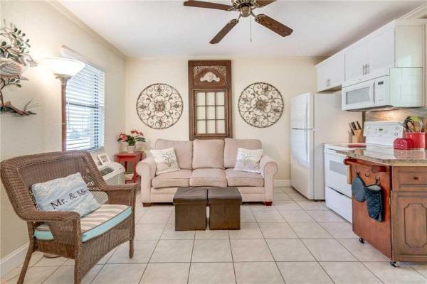 Hotellbilder: Royal Orleans - One Bedroom Condo - 116, St Pete Beach