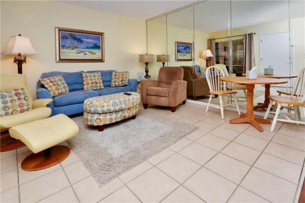 Hotel Pictures: Madeira Beach Yacht Club - One Bedroom Condo - 155B, St Pete Beach