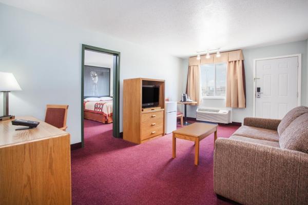 Hotel Pictures: Super 8 Kindersley, Kindersley