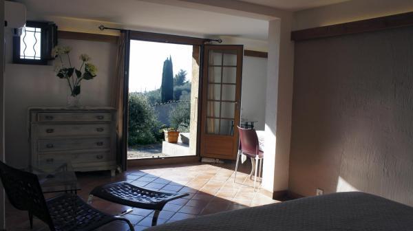 Hotel Pictures: La Bergerie St Antoine, Spéracèdes