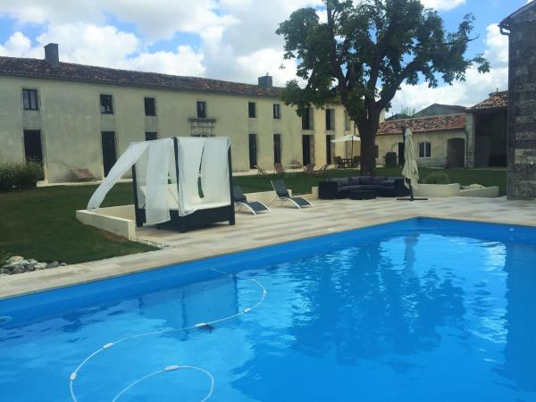 Hotel Pictures: Domaine LES REIGNIERS, Angeac-Champagne