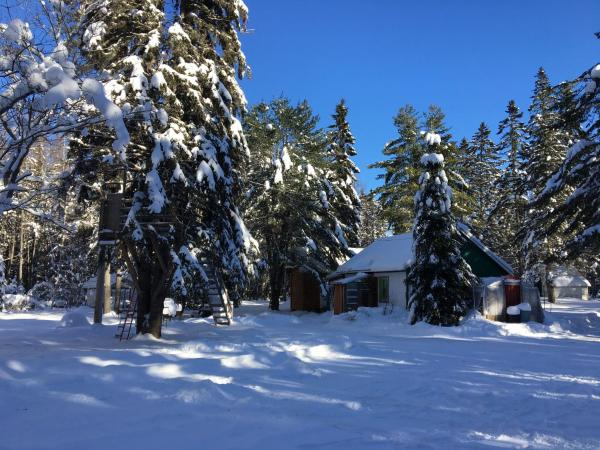 Hotel Pictures: Cabane canadienne, St-Joseph Lake, Sainte-Catherine