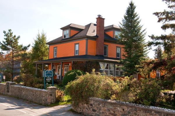 Hotel Pictures: Maison À Tout Venant, Magog-Orford
