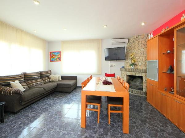 Hotel Pictures: Holiday Home Tropicana, Vidreres
