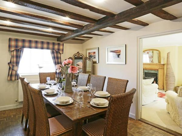 Hotel Pictures: Holiday Home Starlings, Yoxford