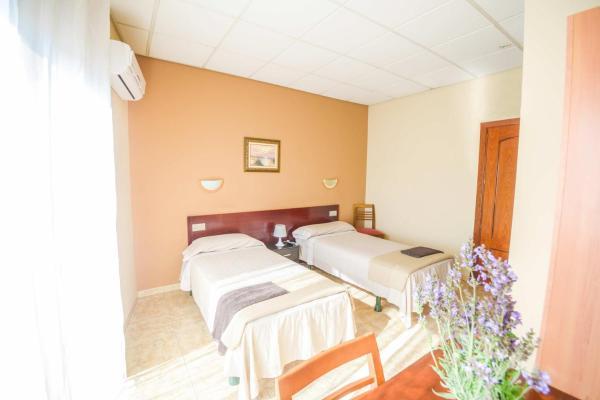 Hotel Pictures: Hostal Torremirona, Salt