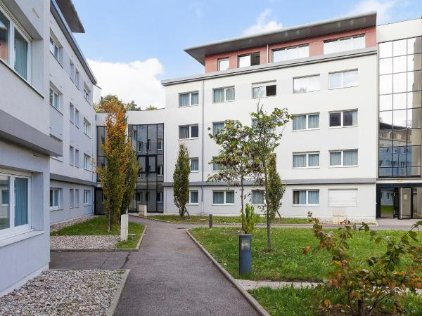 Hotel Pictures: Apartment Comfort Suites Annecy Seynod.4, Seynod