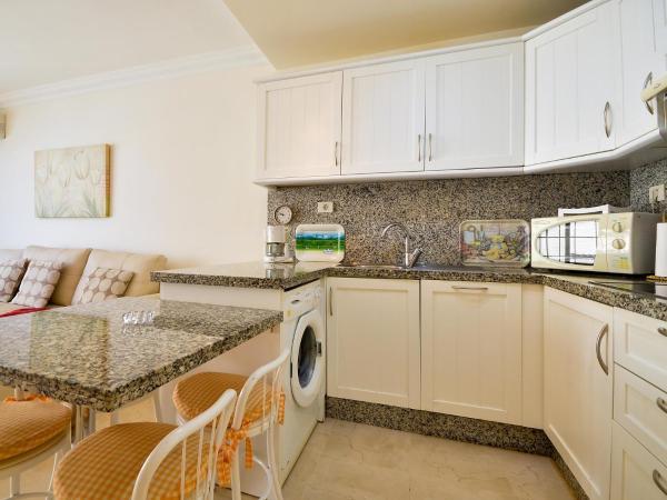 Hotel Pictures: Apartment el Faro, Palm-mar