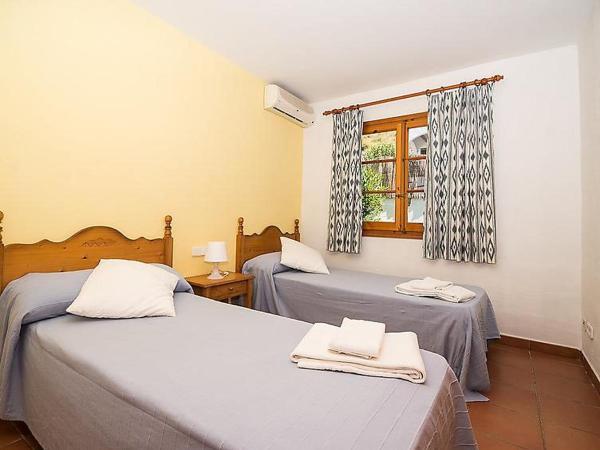 Hotel Pictures: Holiday Park Villas Playas de Fornells V3D AC 02, Fornells