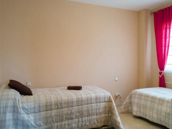 Hotel Pictures: X_LICENSE_NUMBER_ISSUE_X, Chilches