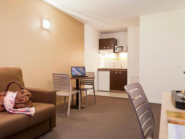 Hotel Pictures: Apartment Comfort Suites Annecy Seynod.1, Seynod
