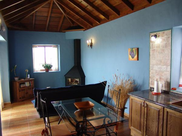 Hotel Pictures: Holiday Home Tota Almendra, Tijarafe