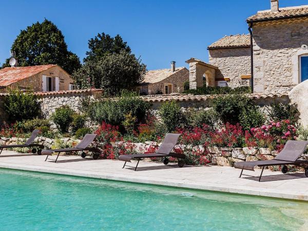 Hotel Pictures: Farm Stay Aubignane La Ferme d'Estafinette, Redortiers