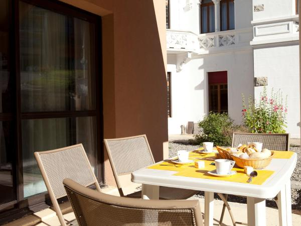 Hotel Pictures: Apartment Chateau Des Magnans.13, Jausiers