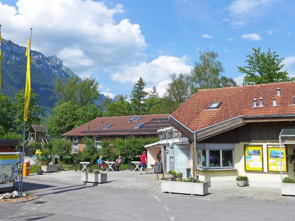 Hotel Pictures: Holiday Home Seeblick, Bönigen
