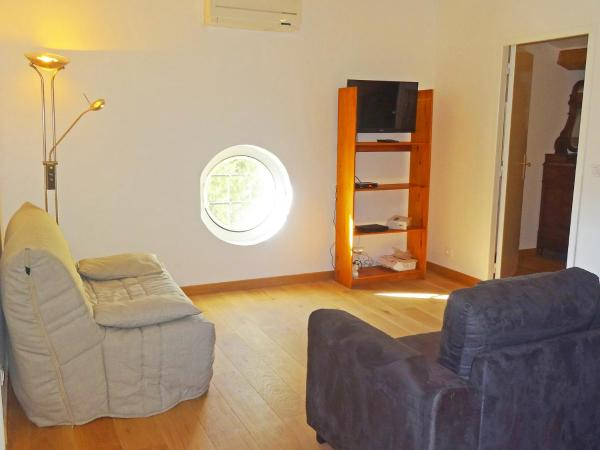 Hotel Pictures: Holiday Home Mi l'agradi, Grimaud