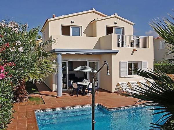 Hotel Pictures: Holiday Park Villas Amarillas V3D AC 02, Cala Santandria