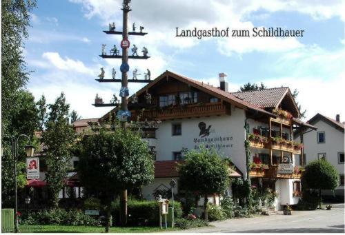 Hotel Pictures: Land-gut-Hotel Landgasthof Zum Schildhauer, Halfing