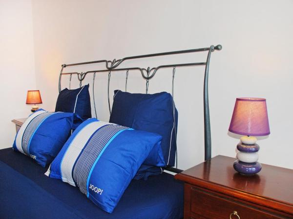 Hotel Pictures: Apartment Edina A, Morbio Inferiore