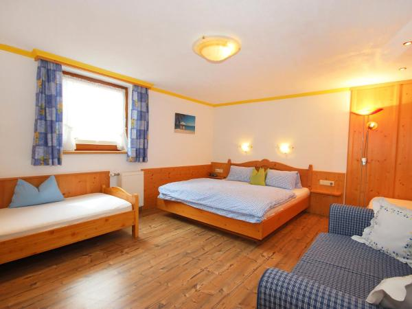 Hotel Pictures: Farm Stay Anita.2, Zellberg