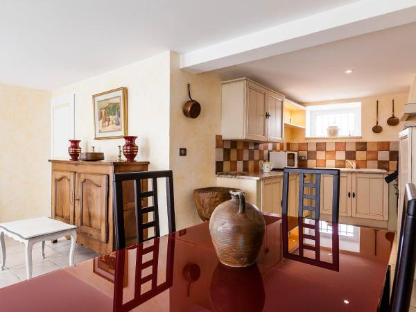 Hotel Pictures: Farm Stay Aubignane La Bergerette de Pierroun, Redortiers