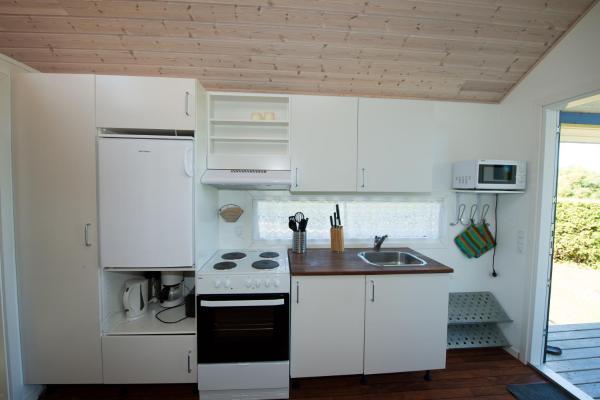 Hotel Pictures: Vesterlyng Camping and Cottages, Føllenslev